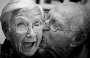 kissing-older-couple