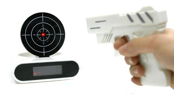 Gun_O_Clock_shooting_alarm_clock49_grande