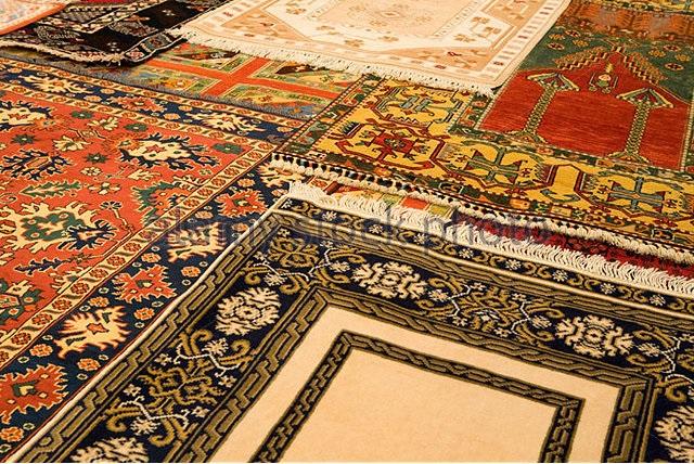 turkish-carpets-on-sale-in-central-anatolia-turkey-bb71hn