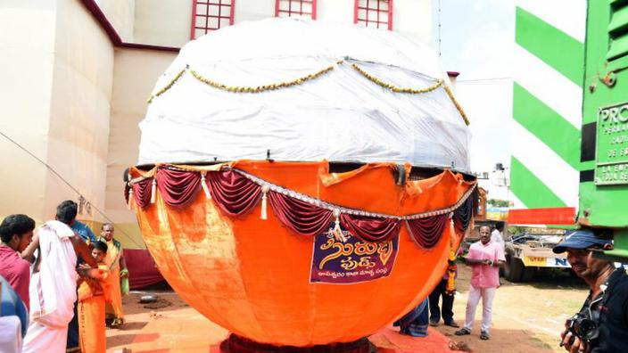giant-laddu-india