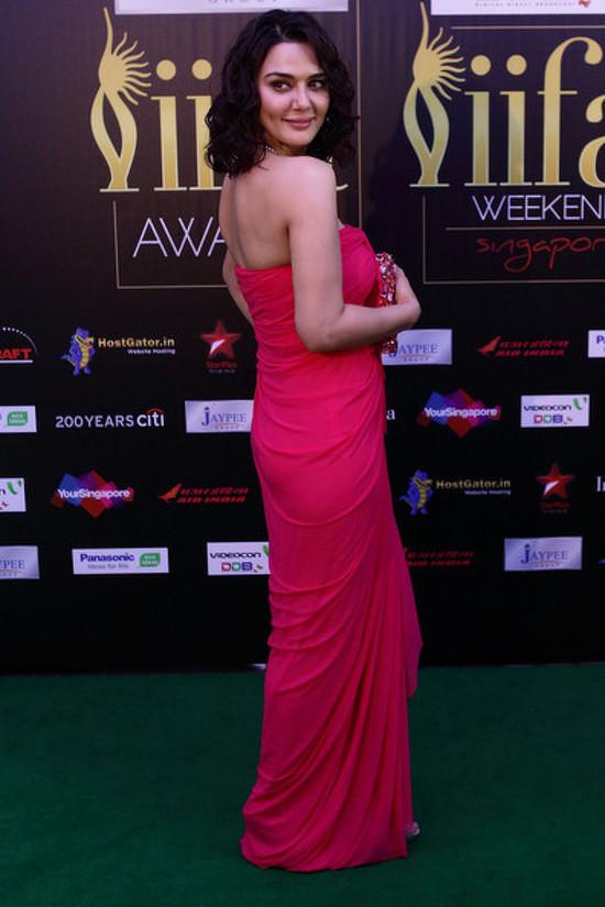 Preity-Zinta-At-IIFA-Red-Carpet-2012