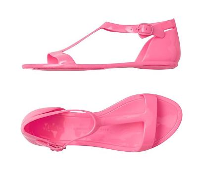 GAP Girls Solid T-Strap Jelly Sandals, Rs 650 at NNNOW