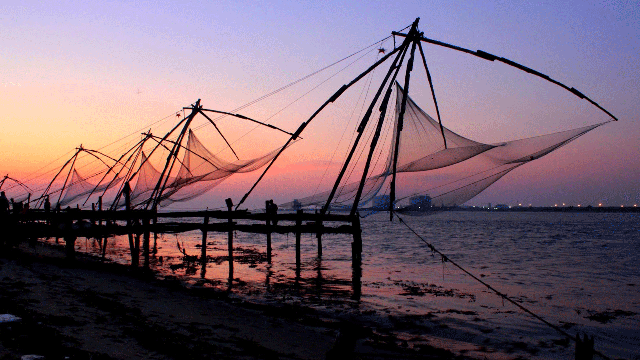 01-Farmers-Use-Chinese-Fishing-Nets