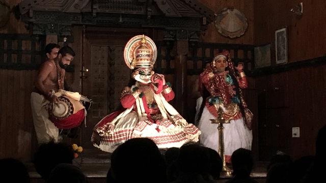 03-Kochis-Kerala-Kathakali-Center
