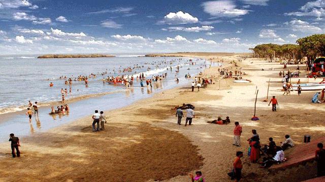 03-Nagoa-Beach