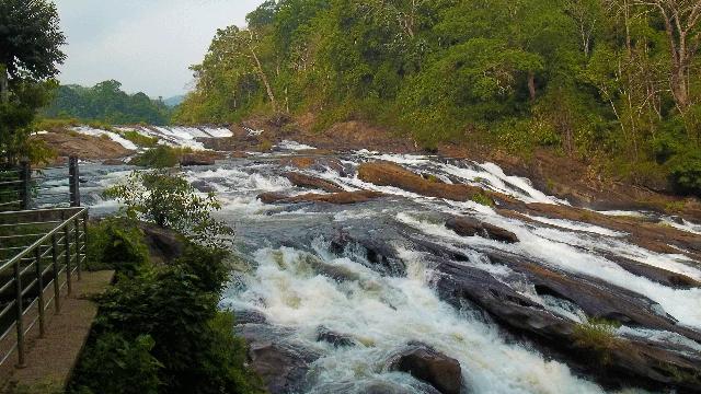 08-Vazhachal-Falls