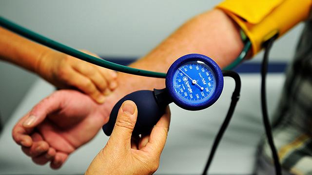 4-Checks-high-&-low-blood-pressure