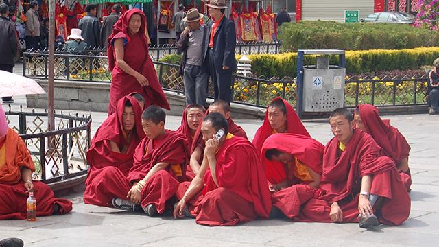 Enjoy-Tibetan-Cultural-Shows