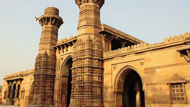 15-Jhulta-Minar