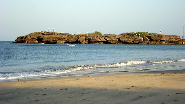 3-Nagoa-Beach