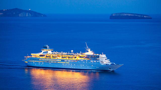15-Romantic-Dinner-on-a-Cruise