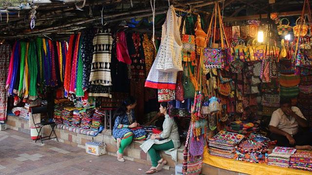 गांधीनगर रविवार बाजार, Gandhinagar Ravivar Market is one of the tourist places in gandhinagar