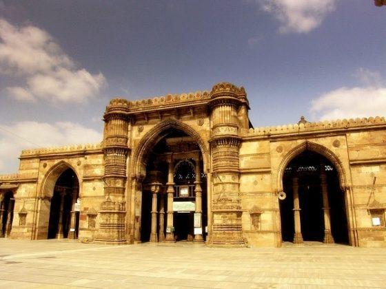 तीन दरवाजा अहमदाबाद में जाने के लिए अद्भुत जगहें