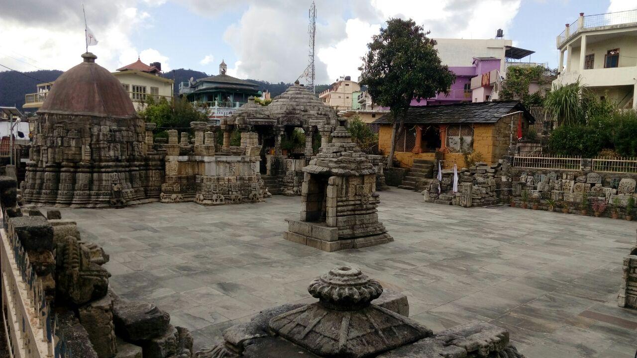 बालेश्वर मंदिर आगरा में जाने के लिए आश्चर्यजनक जगहें