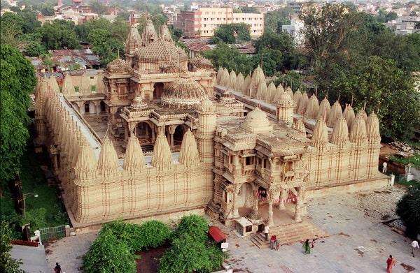 हाथीसिंह जैन मंदिर अहमदाबाद में जाने के लिए अद्भुत जगहें