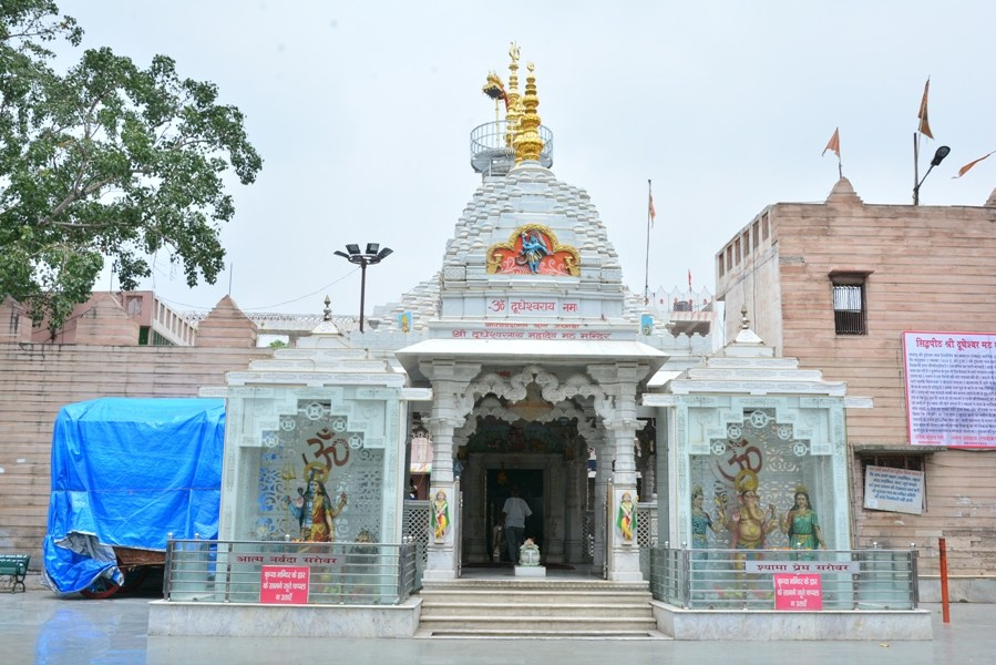 एरात्ताकुलान्गारा श्री महादेव मंदिर एर्नाकुलम में जाने के लिए जगह