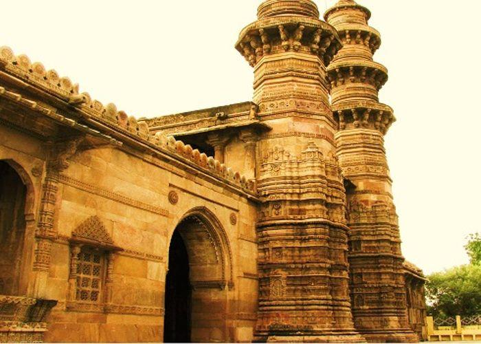 झुल्टा मीनार अहमदाबाद में जाने के लिए अद्भुत जगहें