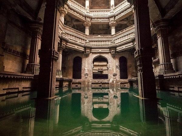 अदालज स्टेप वेल अहमदाबाद में जाने के लिए अद्भुत जगहें