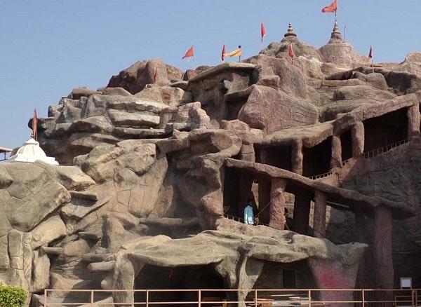 वैष्णोदेवी मंदिर अहमदाबाद में जाने के लिए अद्भुत जगहें