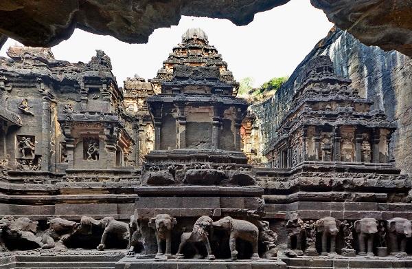 कैलाश मंदिर आगरा में जाने के लिए आश्चर्यजनक जगहें