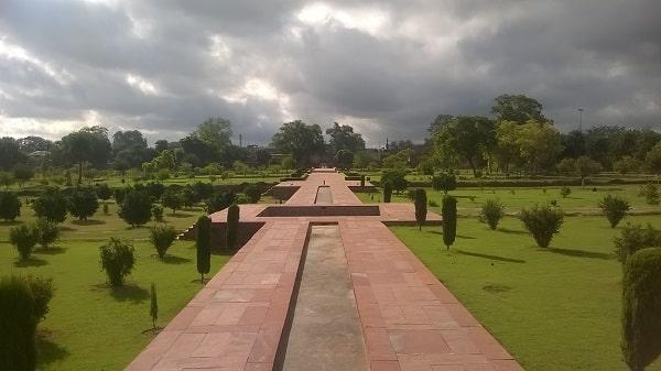 राम बाग आगरा में जाने के लिए आश्चर्यजनक जगहें