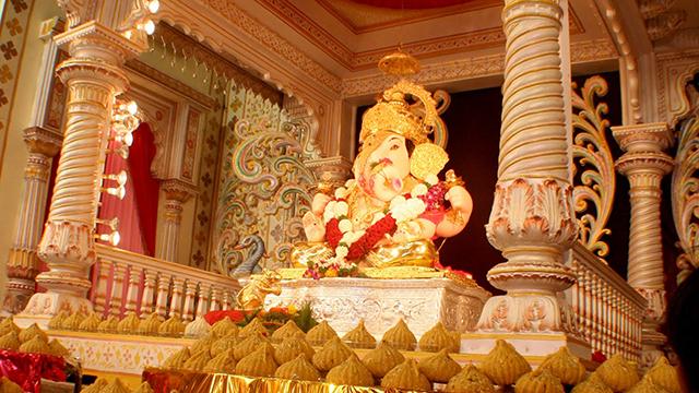 Dagsadusheth-Halwai-Ganpati-Temple