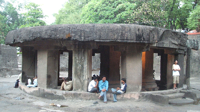 Pataleshwar-Cave-Temple