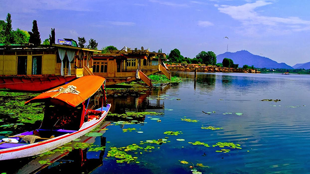 Kashmir - Beautiful Hill Station in North India