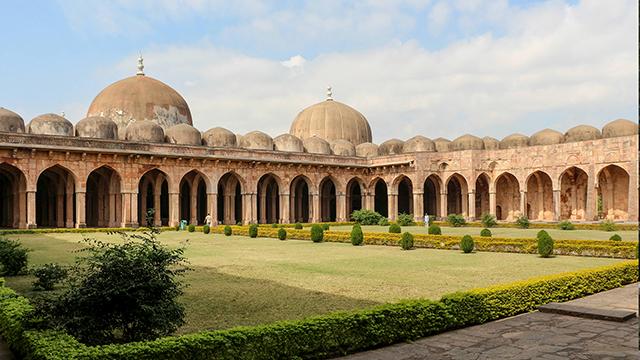 Mandu - Historic Hill Station in Madhya Pradesh