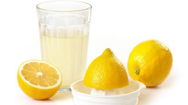 Lemon juice, नींबू का रस की मदद से पिंपल्स को दूर करने का घरेलू उपाय