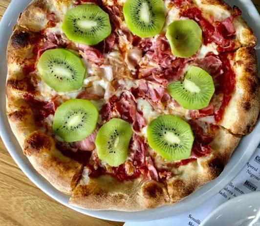 classic Margherita pizza on swiggy