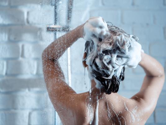 प्राकृतिक सुन्दर और स्वस्थ बालों के लिए के सबसे बेहतरीन सल्फेट फ्री शैम्पू