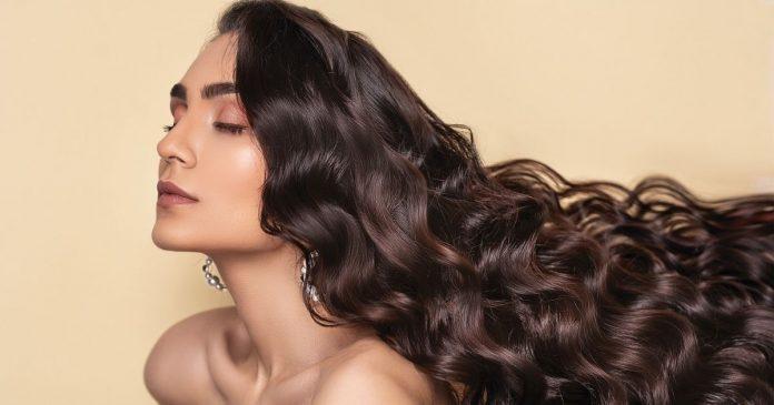 9 Best Anti Dandruff Shampoos in India This Season