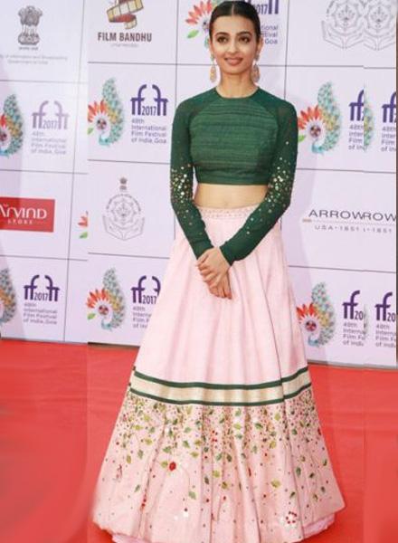 Radhika apte look 8