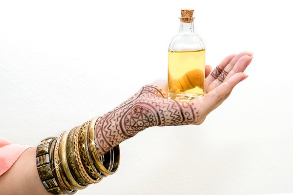 Apply Balm Or Eucalyptus Oil After Removing Mehendi