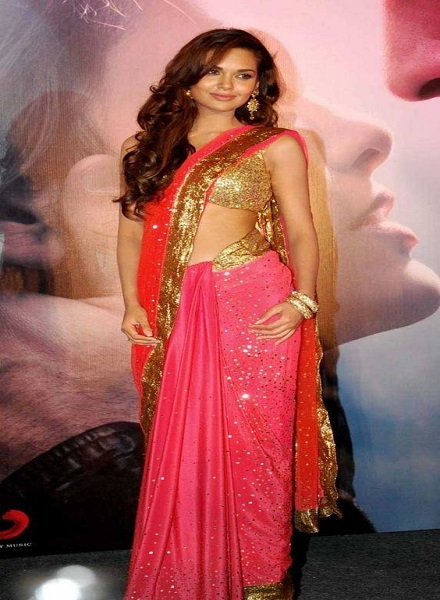 How to wear saree to look slim