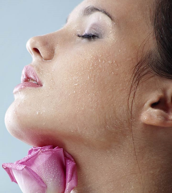 How To Use Rosewater On Face At Night The Good Look Book