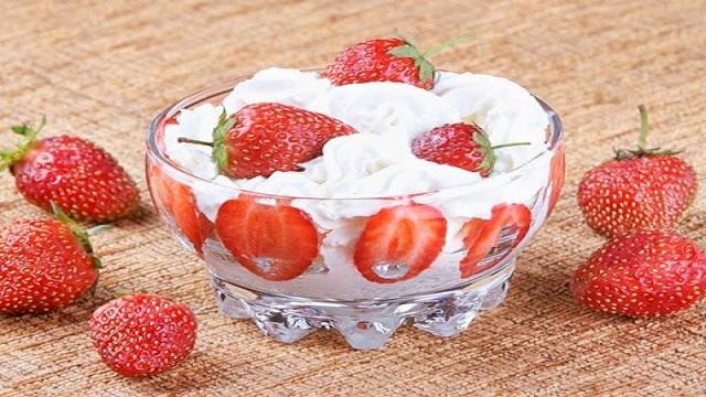 Milk Cream & Strawberries