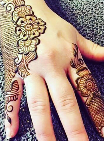 simple side mehndi design